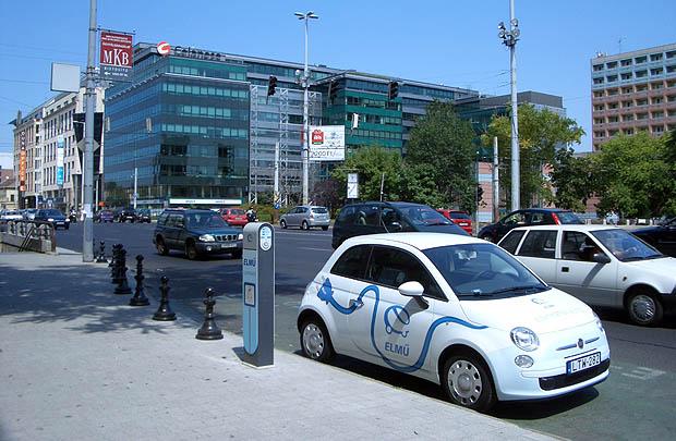 Elektromos autó a városi közlekedésben is.