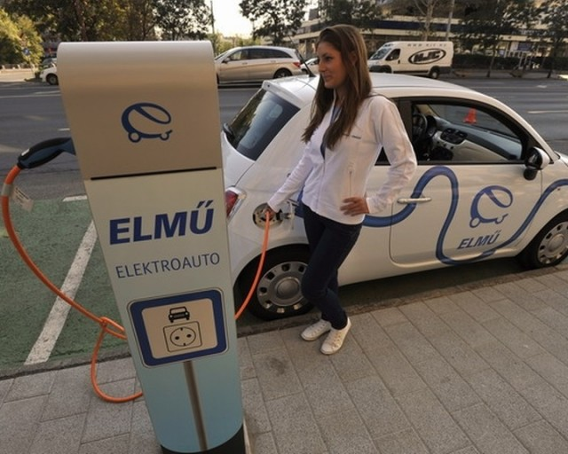 Lassan elterjedőben az elektromos autó töltő infrastruktúrája.