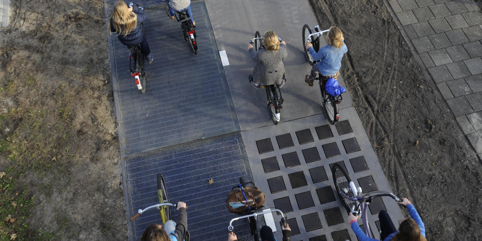 Betonalapon a napelem - napelemes bicikliút.